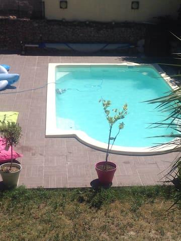 Maison de vigneron piscine chauffée - Gigean - Radhus