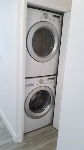 Full Size Washer & Dryer in Unit