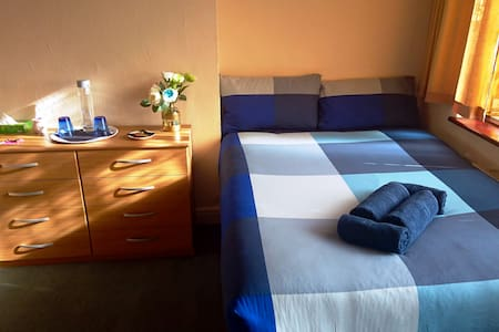 London Zone 3. King-Size Room close to Station