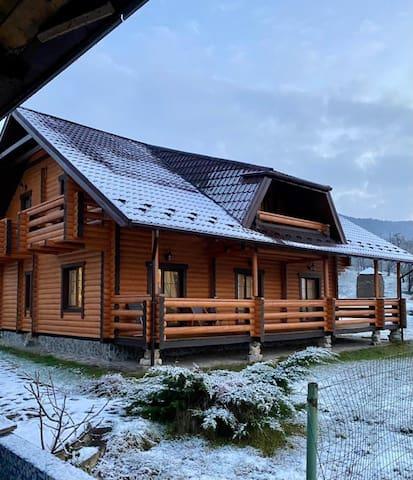 Дом у подножья горы с прекрасным видом/ №2