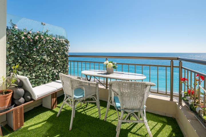 Breathtaking sea view, 2 terraces and A/C!