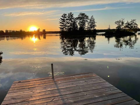 Private Lakefront Cottage - Family Friendly 2BR