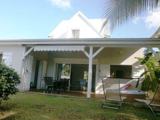 Villa clim/jacuzzi au calme 1.7 km plage Ste Anne - Sainte Anne - Villa