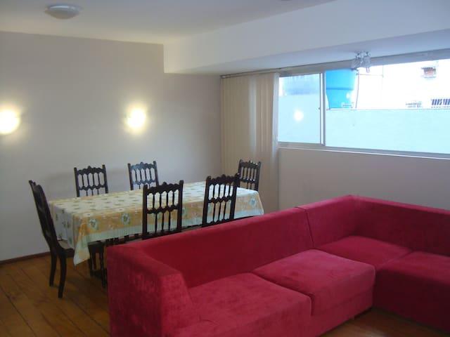 Apartamento completamente mobiliado em Boa Viagem.