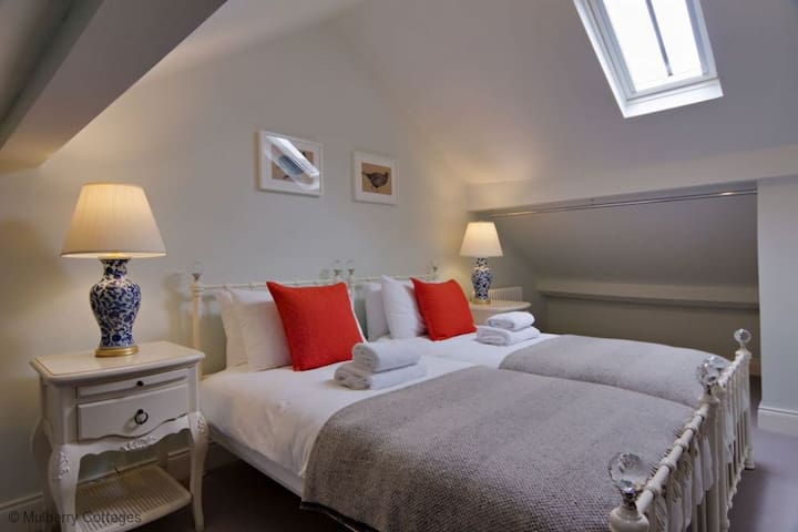 Boutique 2 Bedroom (Sleep 5) Cottage Nr Winchester