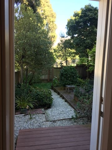 Private Garden Room in Presidio Heights - San Francisco - Hus
