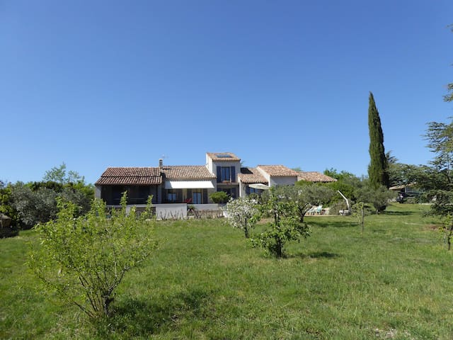 UN HAVRE DE PAIX - Assignan - Holiday home