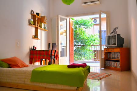 Private Room in a Spacious Apartment - เบรุต