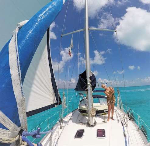 Spend the night on the boat and sail by day