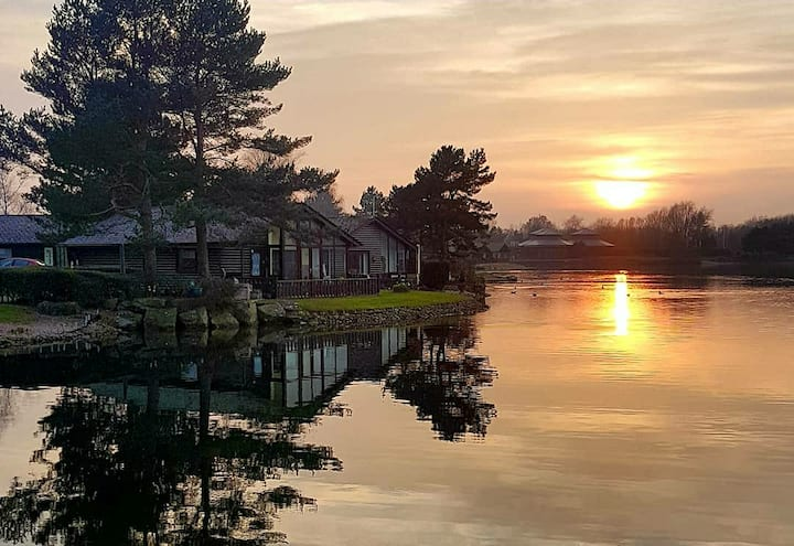 Keer Lodge a lakeshore haven @ Pine Lake Carnforth