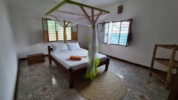4. Karara House - Cozy Double Room with Bathroom