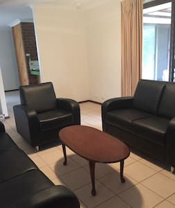 Traveller's home. Homy and quiet. - Willetton - Casa