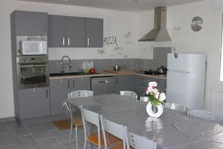Chambres simples meublées de septembre à juin - Marmande - Haus