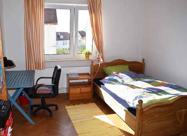 Cosy room in Giessen with familiy conversation - Gießen - Rumah