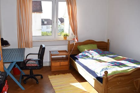 Cosy room in Giessen with familiy conversation - Gießen - House