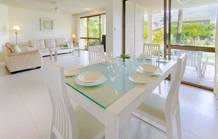 NEW: The Noosa: 5 mins walk to everything! - Noosa Heads - Apartment
