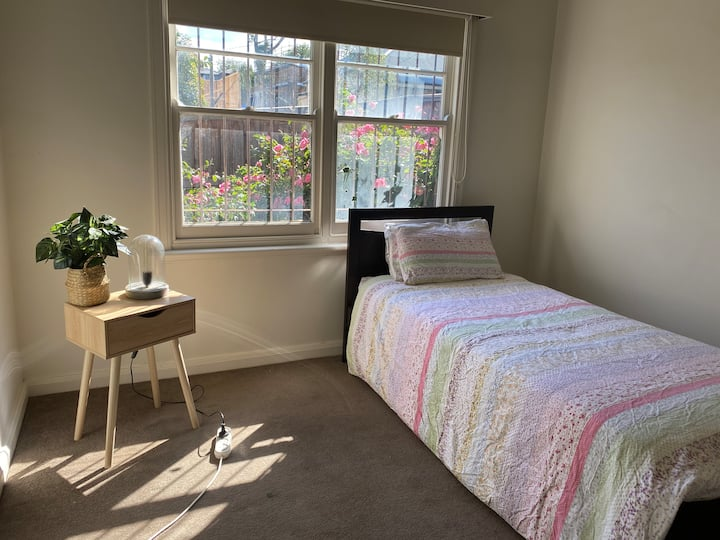 Cosy lighted room in Ashburton
