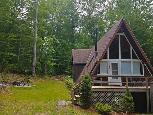 2BR Cozy, Updated, Pet-friendly Chalet-AC, Fire Pit, 3 min Walk to the Beach! - 11 Island Drive