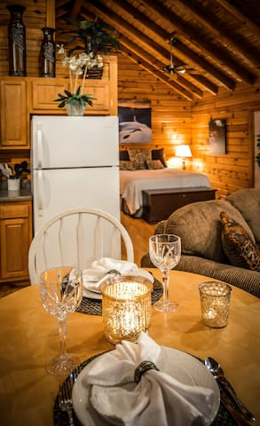 ✧Classic Cabin - Hot Tub, A/C - NO CLEANING FEE!
