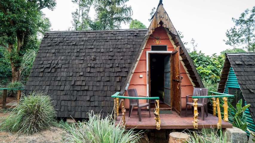 Unique hut stay in a Coorg plantation w/ Two meals