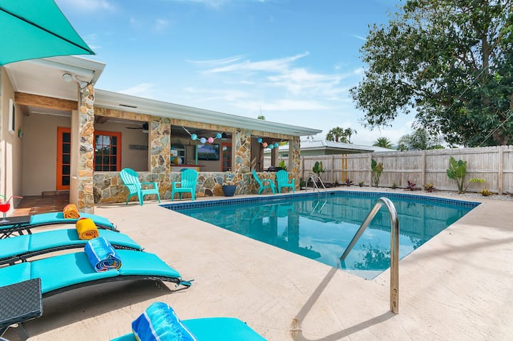 Tropical 3BR Oasis w/ Saltwater Pool & Jacuzzi