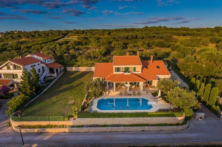 Beautiful Villa Kari - for big groups