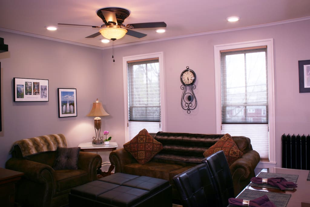 Living/Dining Room area with Queen Sofa Bed