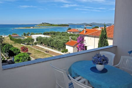 Cosy apartment with the sea view - Pakoštane - 公寓