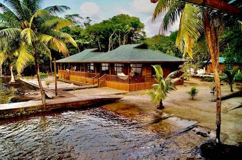 Vista Maravilla, luxory cabin surrounded by beach