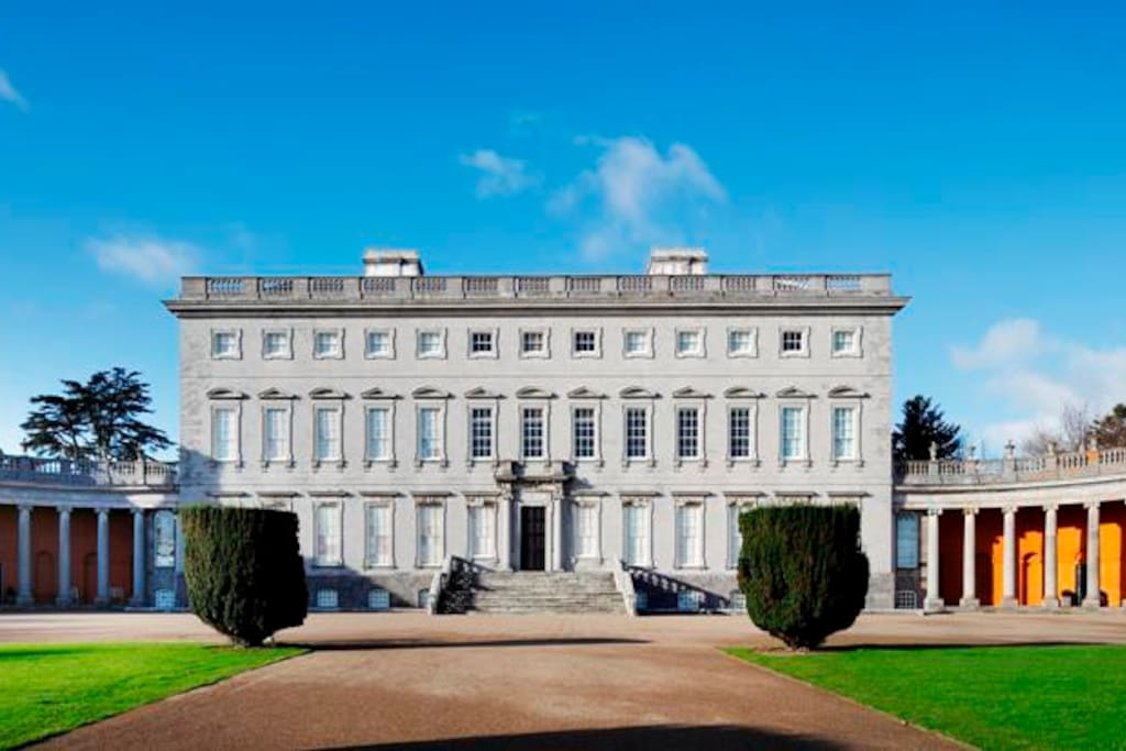Castletown House nearby. Within 10mins riverside walk from house. Guided tours/cafe. 5mins drive.