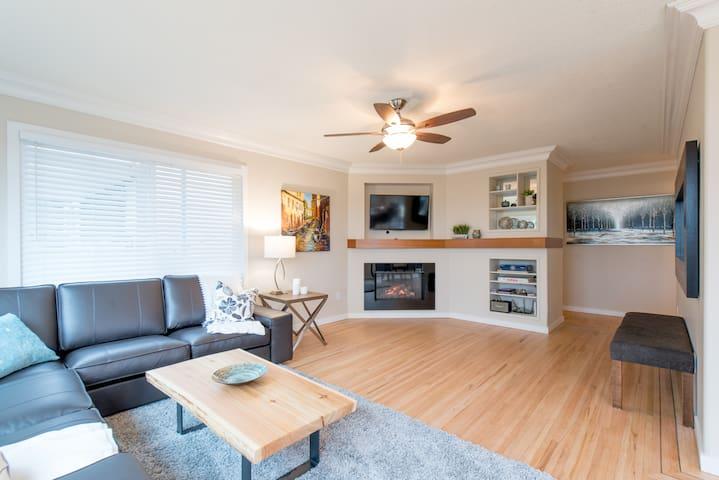 3 Bedroom Contemporary Hillside House - North Vancouver - Casa