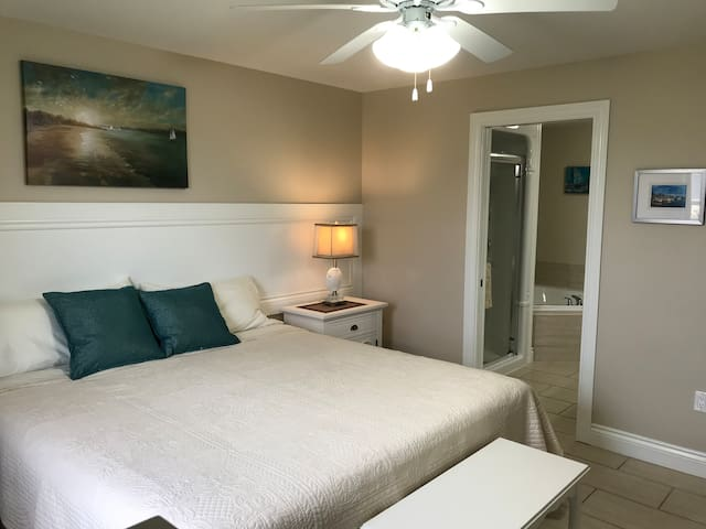 Pool onsite❤️Clean, comfy, modern, King ensuites