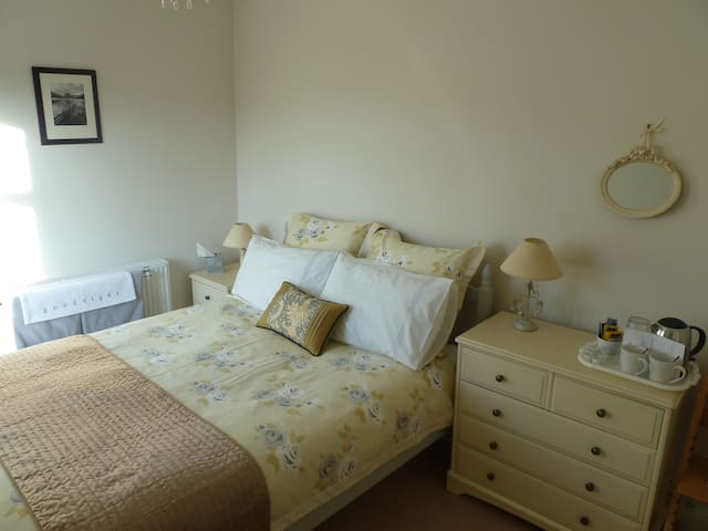 Double room in Victorian house - Windermere - House