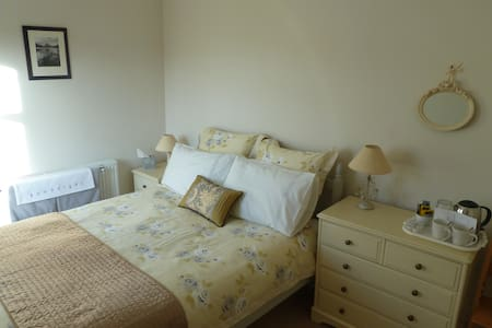 Double room in Victorian house - Windermere