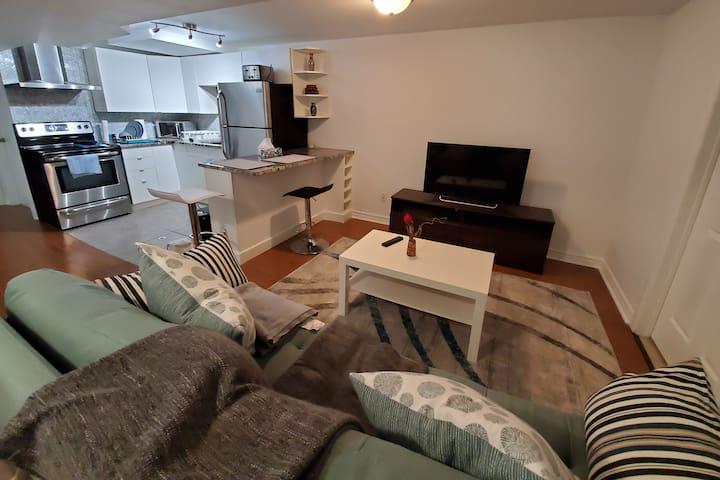 2Bedroom basement/separate entrance/near Algonquin
