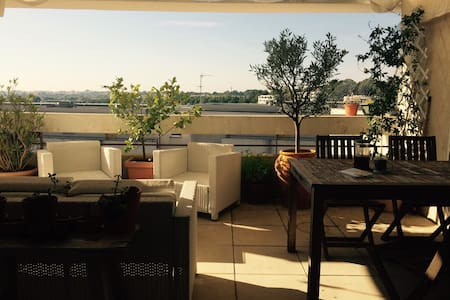 Room in a beautiful apartment with balcony - Montpellier
