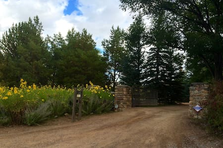 Country Garden Suite on Beautiful Tesuque Estate - Santa Fe