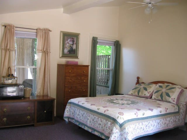 Weirs Beach Motel and Cottages - Studio