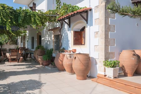 Villa Menies-Traditional Questhouse in countryside - Chania