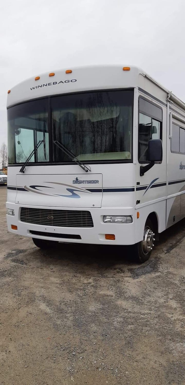 35 ft Winnebago  all set up for your stay