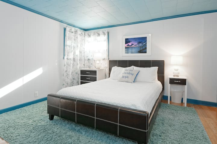 Large Master Bedroom with spacious closet. Queen bed with memory foam mattress. Windows have privacy blinds that greatly reduce morning light.
