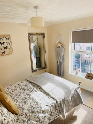Elegant Pocklington, York - Double Bedroom