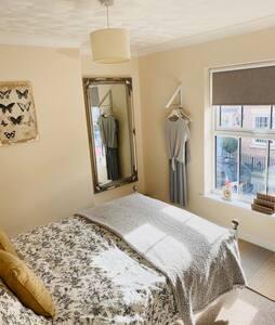 Elegant Pocklington, York - Double Bedroom