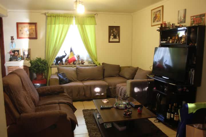 Cómoda y espaciosa casa en sector tradicional .