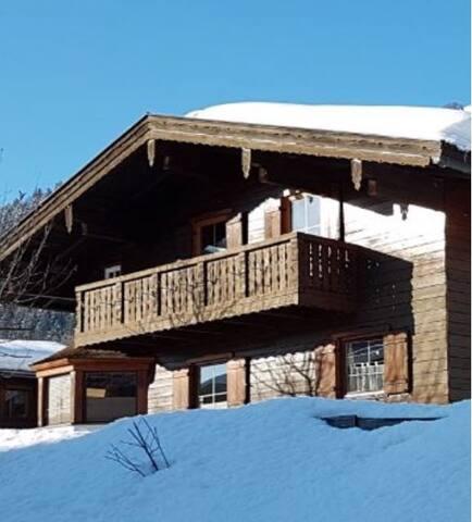 Urgemütliche Holzhausatmosphäre im Kaiserwinkl