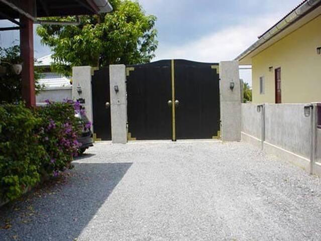 Luxury villa for rent in Nai Harn - Tambon Rawai - Huis