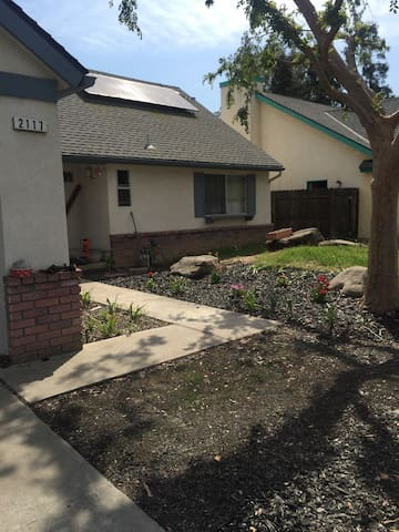 Comfortable and cozy home in a quiet neighborhood. - Fresno - House