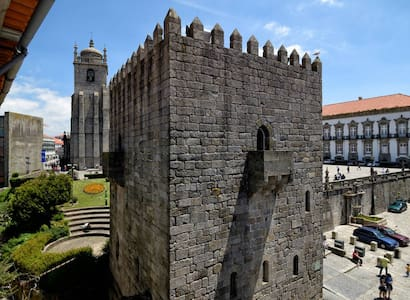We are located 50m from cathedral - Porto