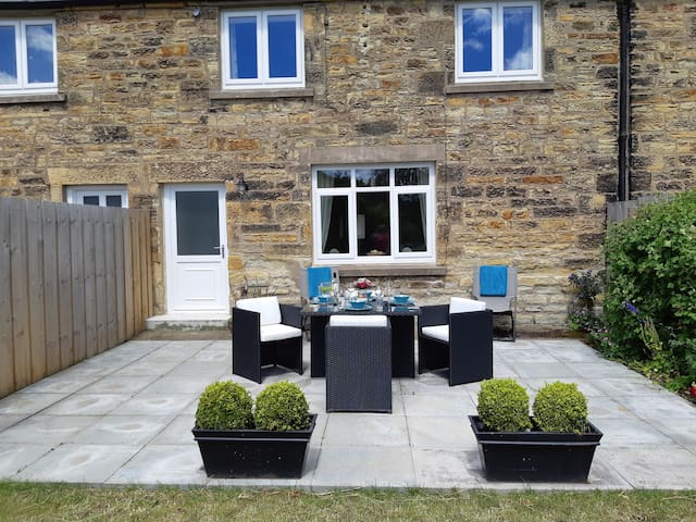 Lizzies Cottage - Newly Renovated Stone Cottage