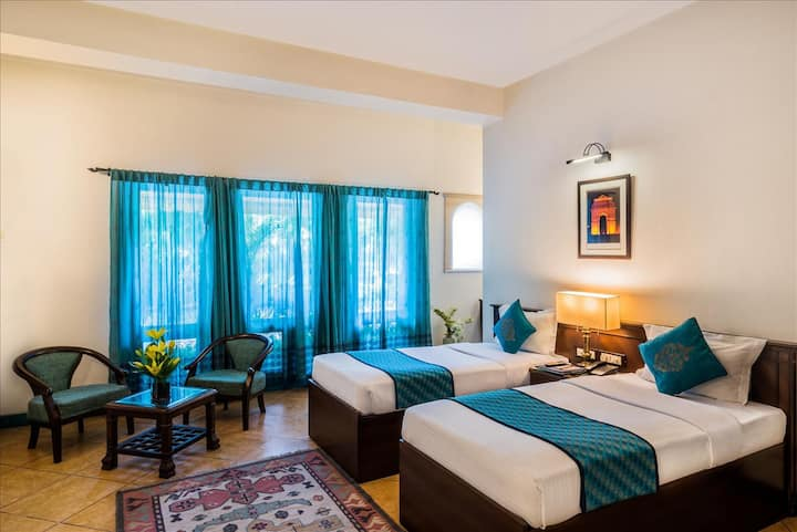 Luxurious Twin-bed room in East of Kailash